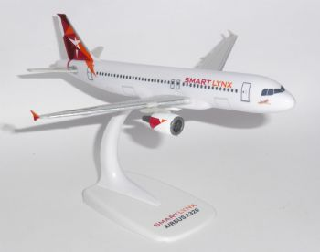 Airbus A320 Smartlynx Airlines Latvia Snap Fit  Collectors Model Scale 1:200 EJ